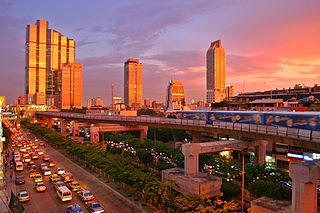 320px-Bangkok_skytrain_sunset